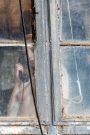 1DX25650 - Am Fenster