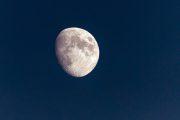 1DX24266 - Mond